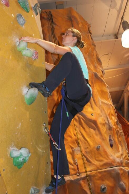 I VEGGEN: Her er Christine i veggen på Klatreverket.