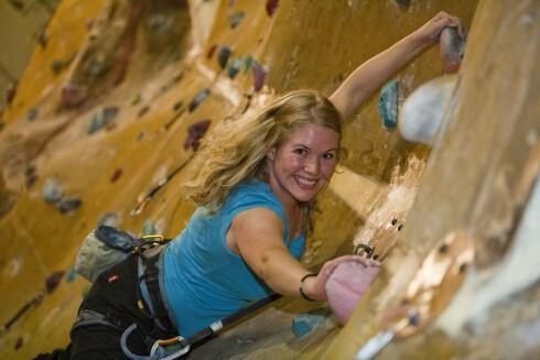 KK TESTER: KK.nos helsejournalist Ida Bergstrøm testet klatring i fjor.  Foto: Per Ervland