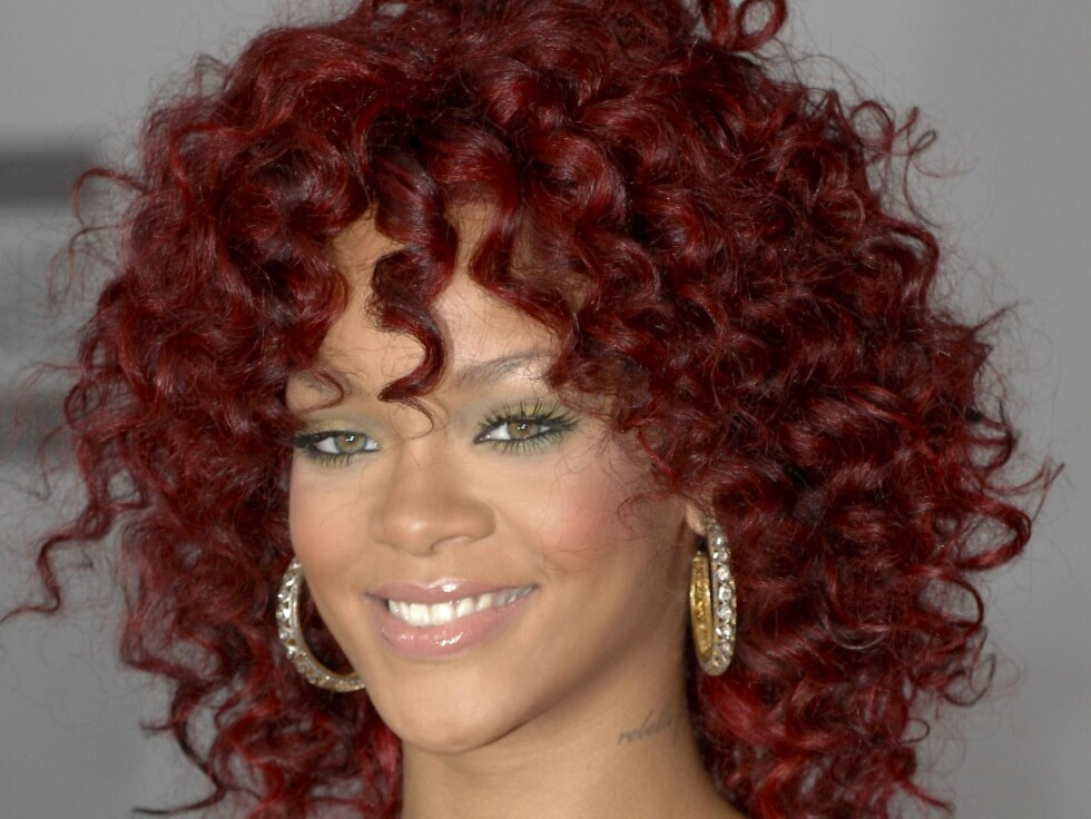 Rhianna at arrivals for The 37th Annual American Music Awards (2010 AMAs) - ARRIVALS, Nokia Theatre L.A. LIVE, Los Angeles, CA November 21, 2010. Photo By: Elizabeth Goodenough/Everett Collection / ALL OVER PRESS / ALL OVER PRESS Foto: All Over Press