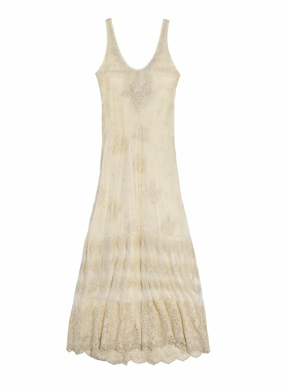 Yndig hvit sommerkjole (1200 kroner, Zara).  Foto: Produsenten