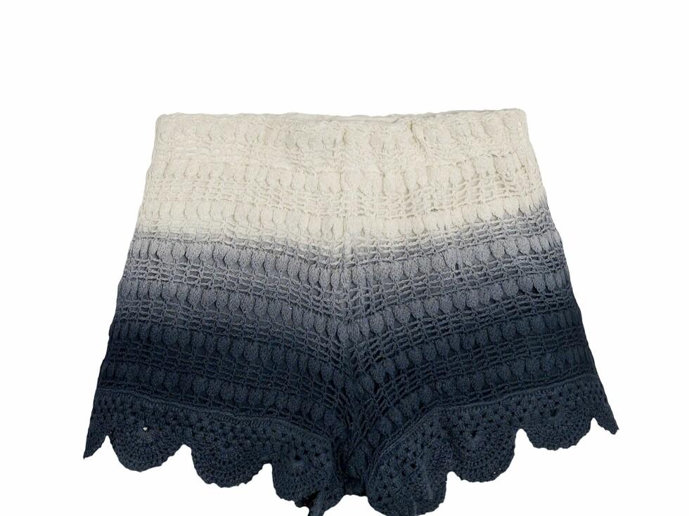 Kjempesøt batikkshorts i strikk (300 kroner, Zara).  Foto: Produsenten