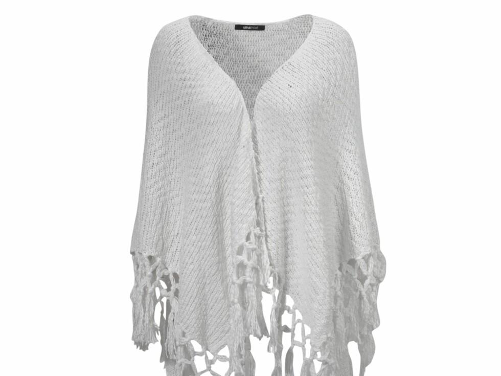 Hvit strikket poncho med frynser (249 kroner, Gina Tricot).  Foto: Produsenten