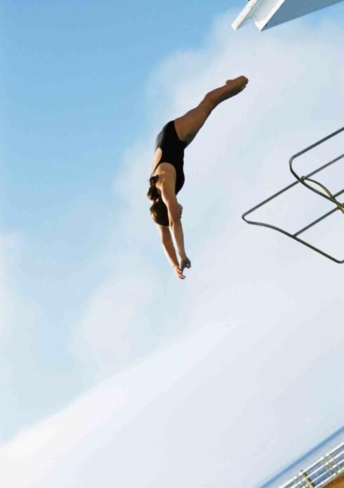 <strong>STUPING:</strong> Stuping forbrenner mange kalorier, i tillegg får du økt balanse, koordinasjon og styrke.  Foto: colourbox.com