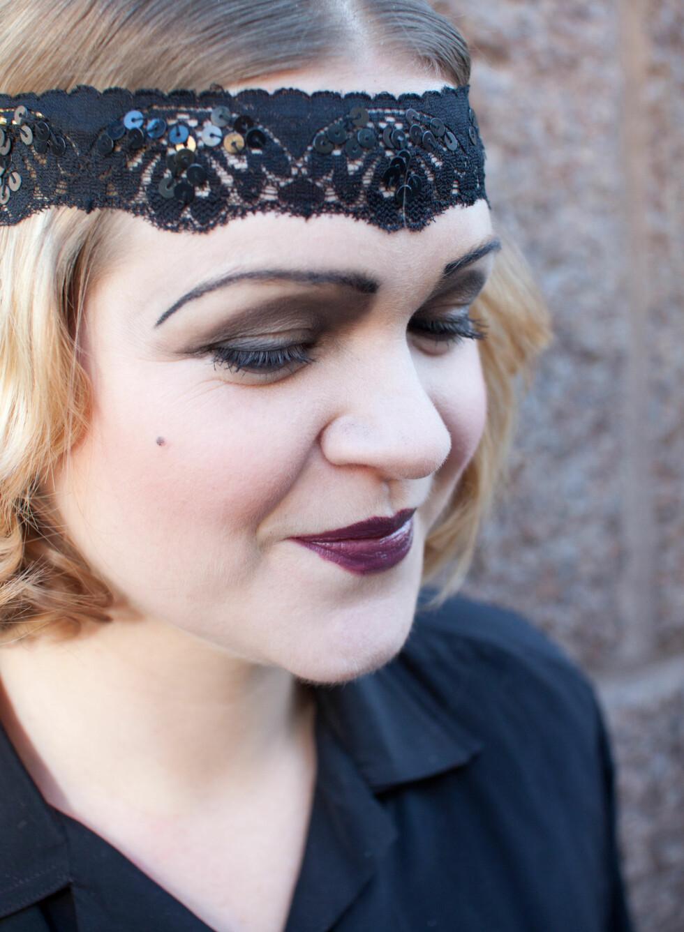 Øyebrynene ble tilpasset min naturlige form, men buet ganske kraftig nedover for å framheve det triste uttrykket på sminken.  Foto: Kristin Hove