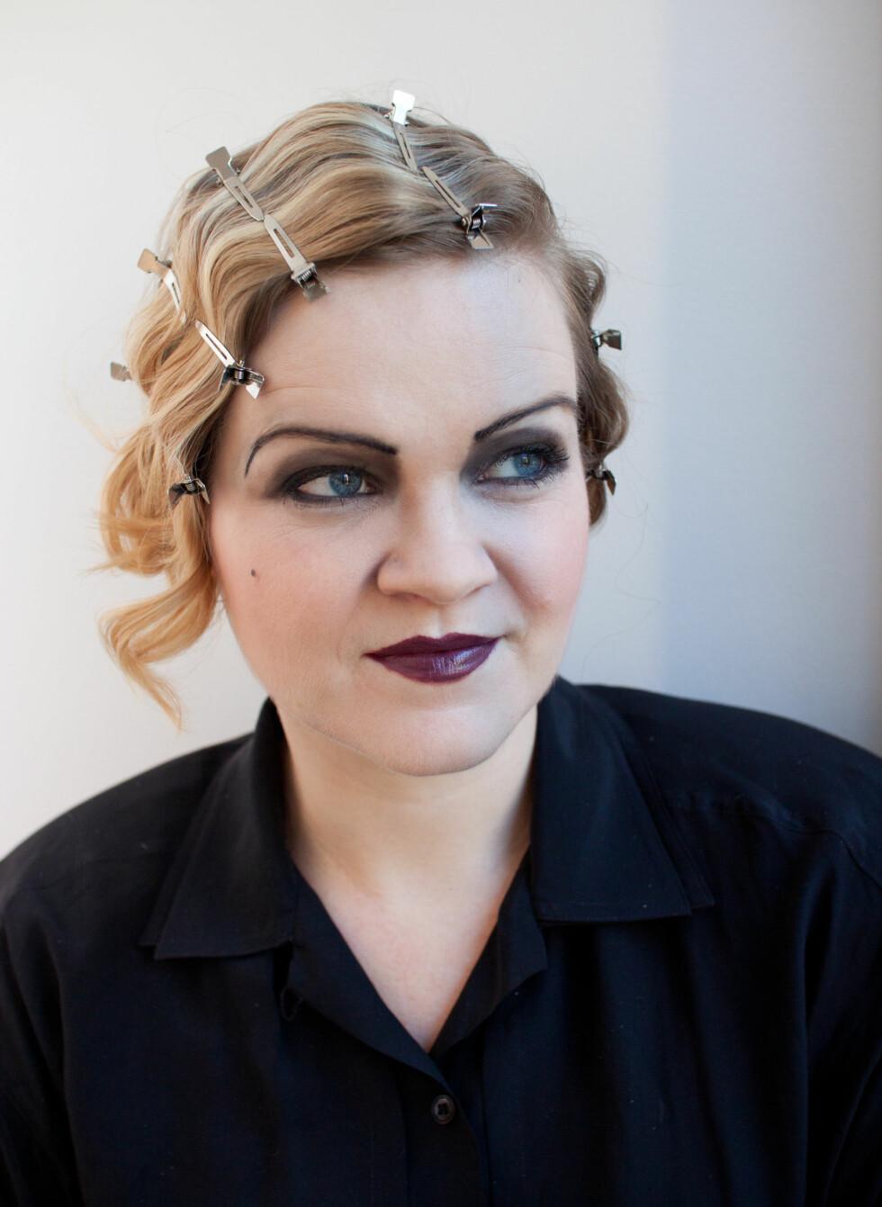 – De andre klemmene er mer tradisjonelle typer klemmer som settes i  allerede bølget hår for å sette dypere spor, sier Kristin Hove. Begge typene klyper kan være vanskelig å få tak i i Norge, men eBay har som kjent det meste, også hårklyper i forskjellige varianter.  Foto: Kristin Hove