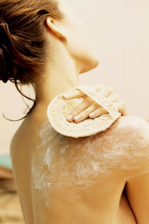 GLØDENDE HUD: Skrubb bort død hud to ganger i uken. Foto: Colourbox
