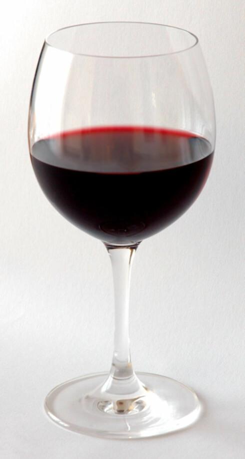 SÅ LITE: Dette glasset inneholder 1,5 dl vin. Er vinen 12 prosents, utgjør dette en alkoholenhet. Foto: Wikimedia