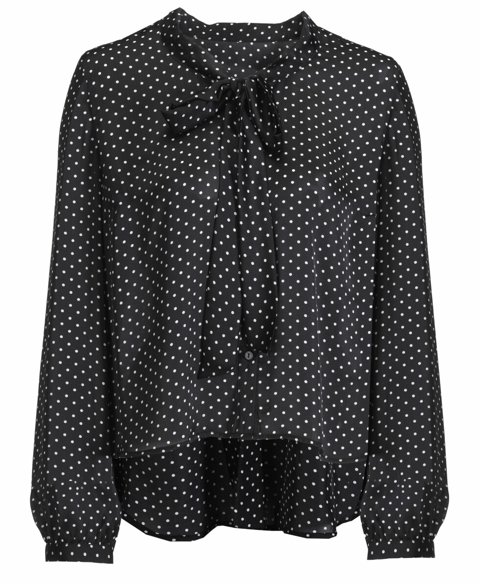 Småprikket bluse (kr.199). Foto: Produsenten