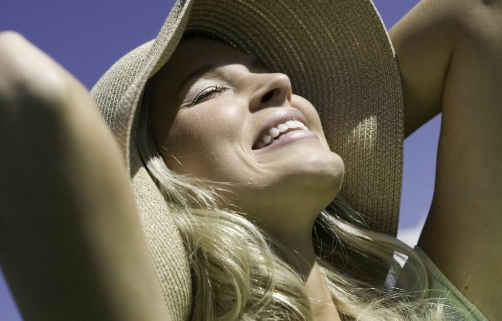 <strong>FÅ FARGE I EN FEI:</strong> Det er sunnere å jukse på seg litt farge enn å steke seg i sola. Lær triksene!  Foto: Getty Images