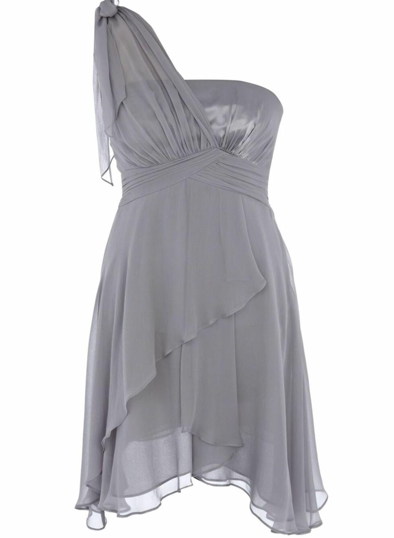 Grå, florlett kjole med draperinger og flagrende skjørt, kr 1999. Foto: Produsenten