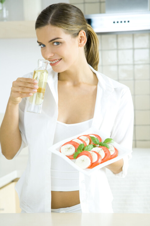 JA TAKK: Olivenolje er en super kilde til enumettet fett. Foto: Rafal Strzechowski / PhotoAlto