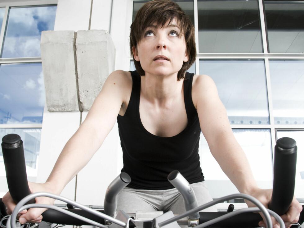 VARIASJON ER VIKTIG: Hvis du syns treningen har blitt ensformig kan det raskt bli morsommere hvis du finner noen nye hjelpemidler som trening med ball, strikk eller rockering. Foto: Colourbox.com
