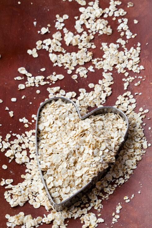SENKER KOLESTEROL: Et daglig inntak (cirka 30-50 gram) av havregryn kan være med på å senke kolesterolet ditt.