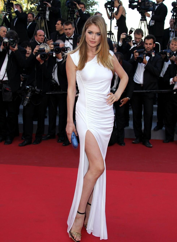 Supermodell Doutzen Kroes på premieren av The Beaver i Cannes. her i hvit Pucci med asymmetrisk skjæring og høy splitt. Foto: All Over Press