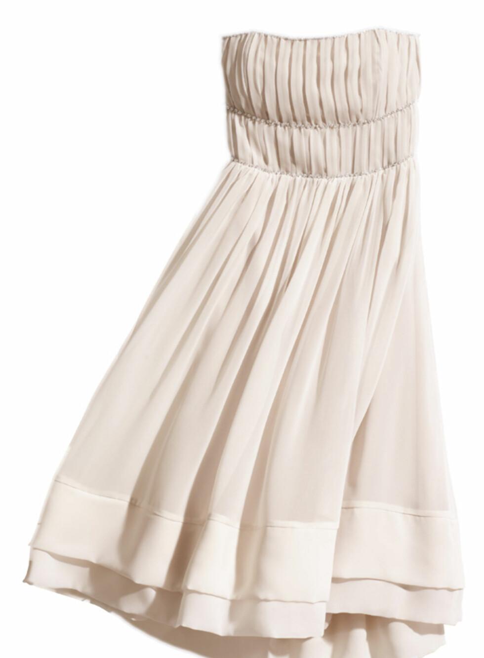 Pudderrosa stroppeløs kjole (kr.399). Foto: H&M