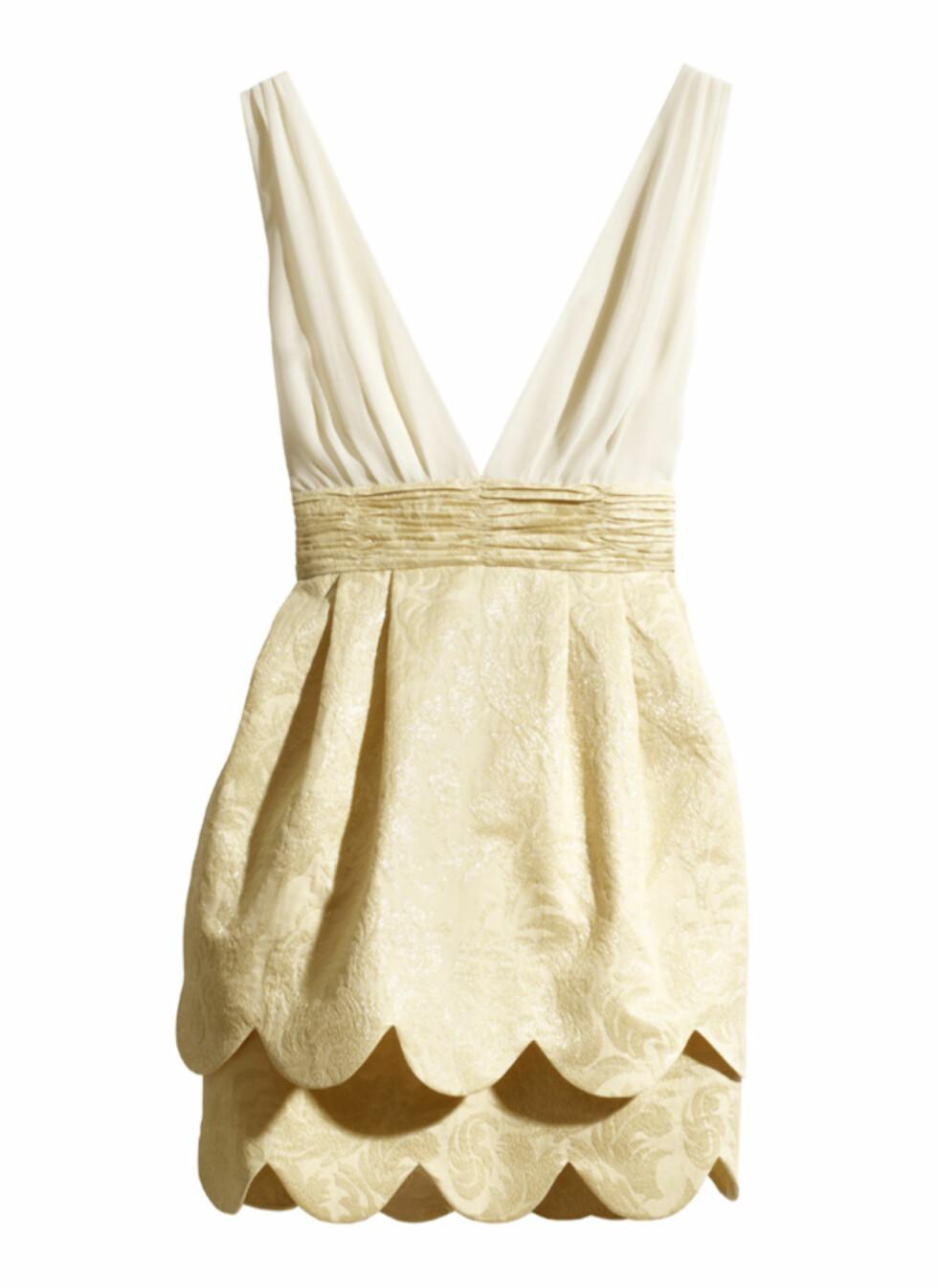Elegant kjole med brokadeskjørt (kr.399). Foto: H&M