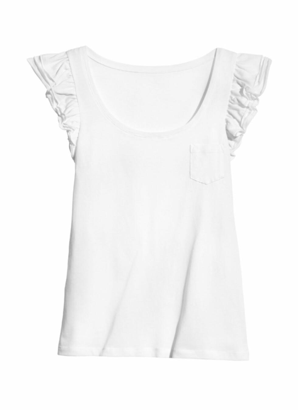 Hvit t-skjorte med rysjeermer (kr.99). Foto: H&M