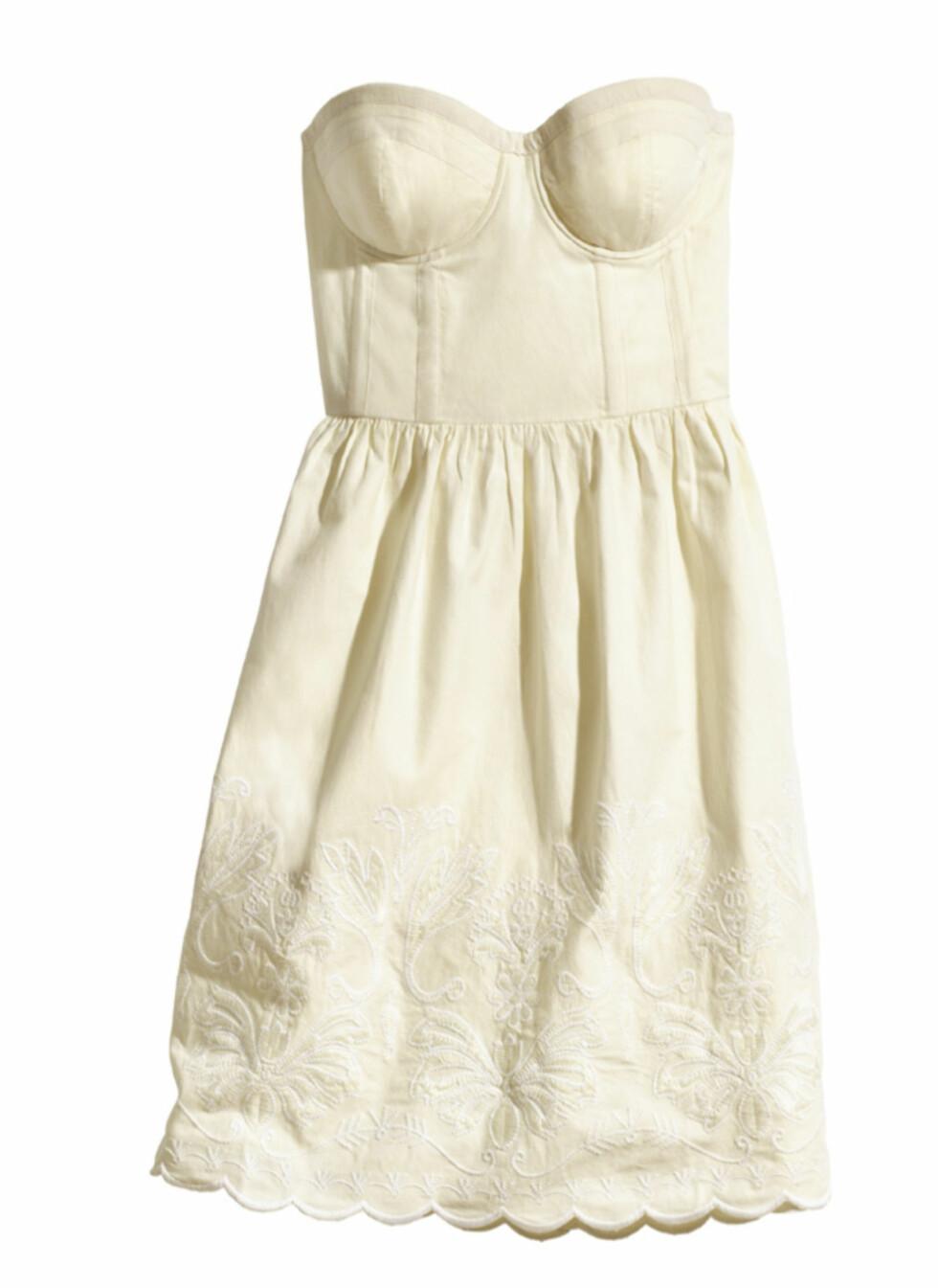 Kremhvit kjole (kr.399). Foto: H&M