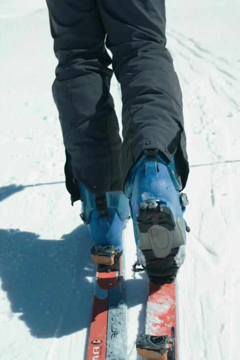 LUFT FØTTENE REGELMESSIG: Skal du på ski eller gåtur i påsken bør du passe på å bruke riktig sko og sokker og lufte føttene når du tar deg pauser. Da kan du unngå å få ubehagelige gnagsår som kan ødelegge turen din.  Foto: Laurence Mouton / ZenShui