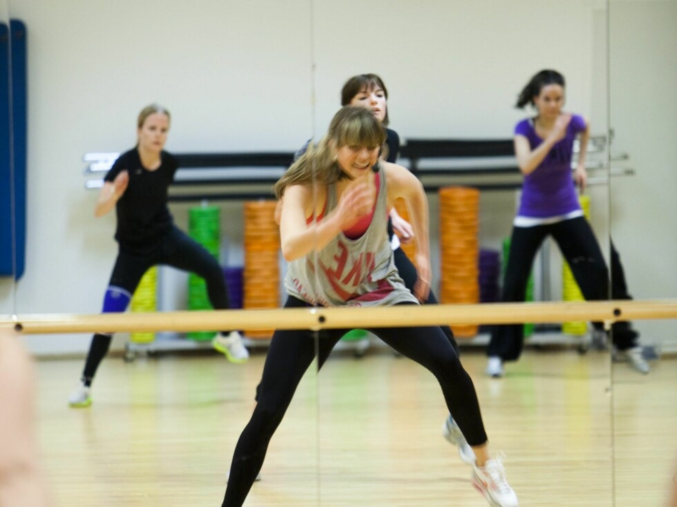 <strong>FOR ALLE:</strong> Ifølge Vilde Berntsen, Zumba-instruktør på Treningshuset, er dette en time som passer for alle, uansett alder, danseerfaring eller form.  Foto: Per Ervland