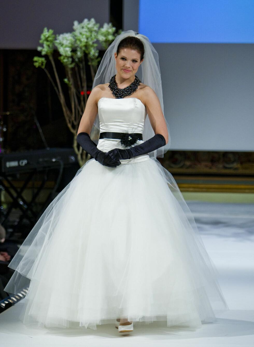 På årets bryllupsmesse på Grand Hotel hadde brudekjolene enkelte detaljer som var litt utenom det vanlige. Foto: Per Ervland