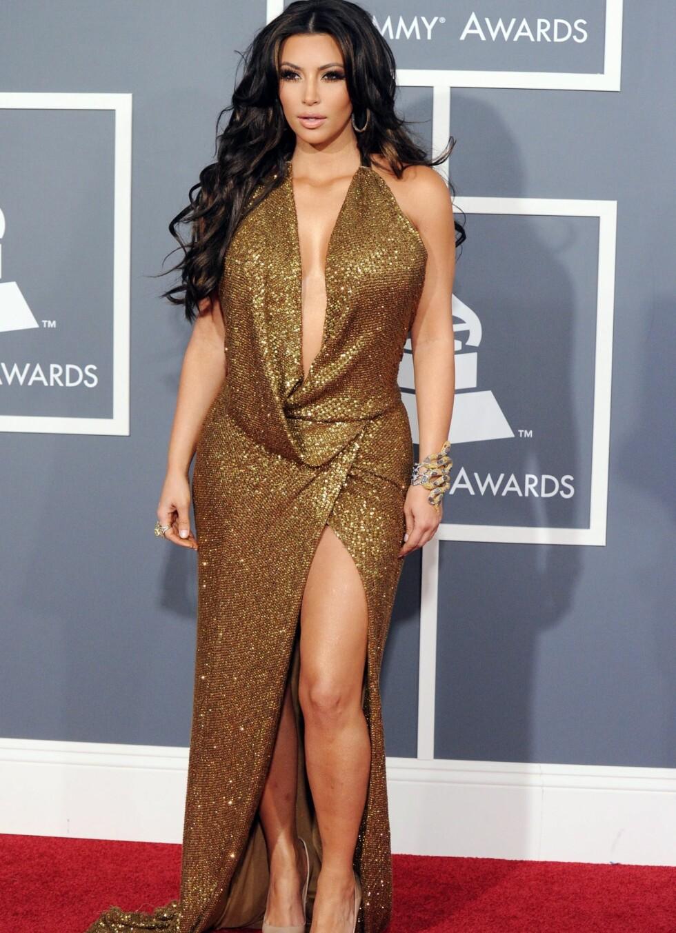 Tv-stjernen Kim Kardashian i gullkjole fra Kaufman Franco.  Foto: All Over Press