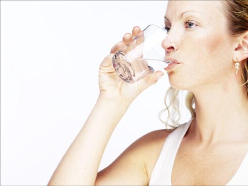 Et glass vann før du spiser kan gjøre underverker for vekten.  Foto: Colourbox
