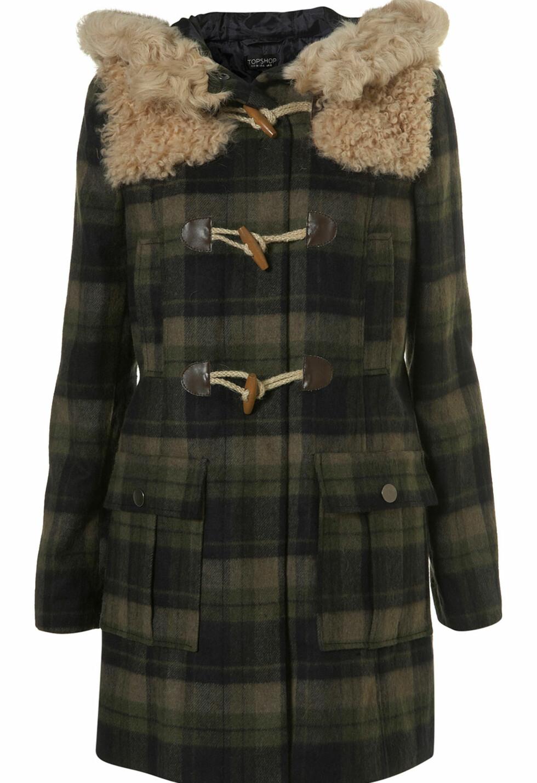 50 PROSENT AVSLAG: Rutete duffelcoat i ull og saueskinn som kommer tilbake år etter år (cirka kr 550, Topshop).