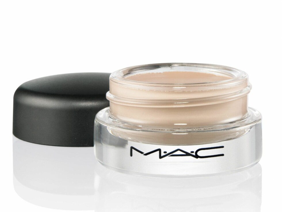 MAC Paint Pot i fargen Painterly er matt og kan fint brukes til å jevne ut hudfargen din, så lenge tonen matcher, kr 160.  Foto: Produsenten
