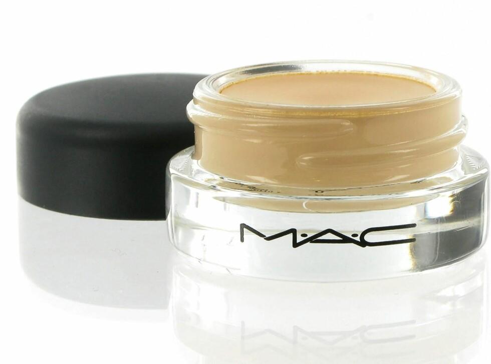 MAC Paint Pot i Soft Ochre er en gulere variant og egner seg for eksempel godt under gullfargede skygger, kr 160.  Foto: Produsenten