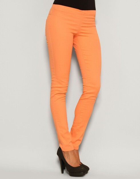 Oransje tights (kr 140, Pieces/Nelly.com.