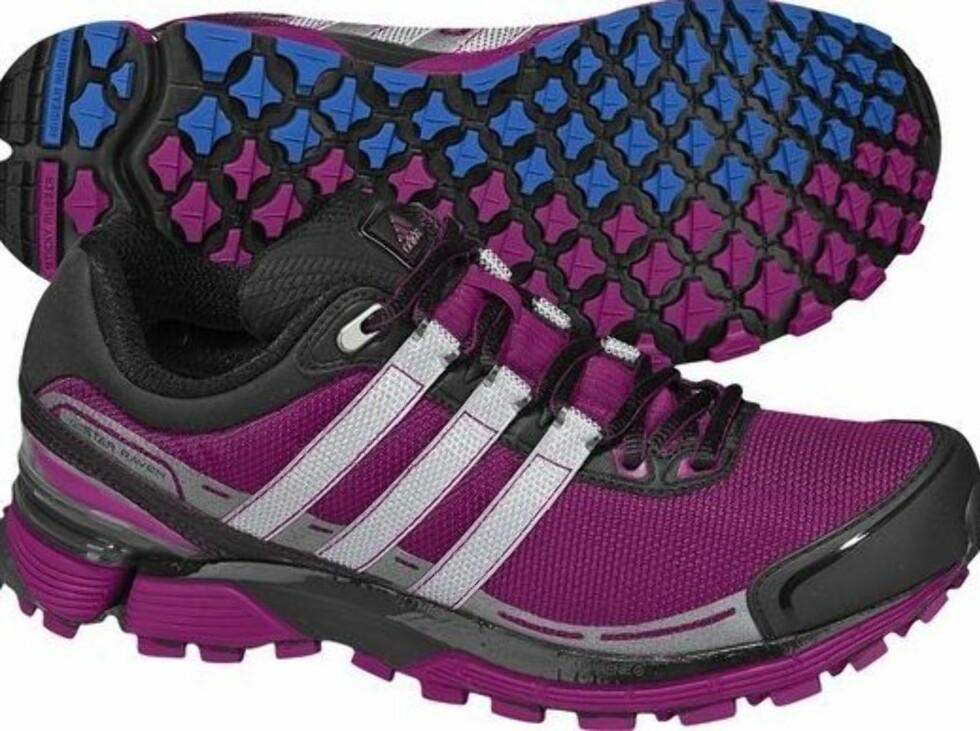 Med kraftig såle og dype spor fra Adidas, bra hvis du skal løpe i terrenget (kr.1500/Löplabbet). Foto: Produsenten
