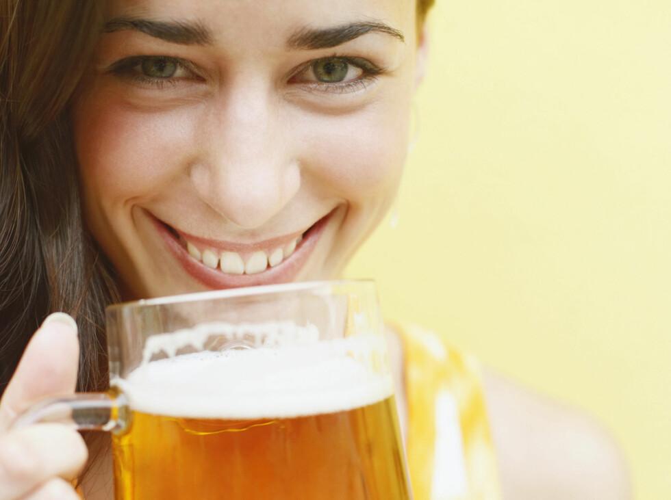 VITAMINBOMBE PÅ GLASS: Øl er rikt på folsyre, vitaminer, jern og kalsium. Dette bidrar ifølge forskerne til å forebygge hjerteproblemer.  Foto: Panther Media