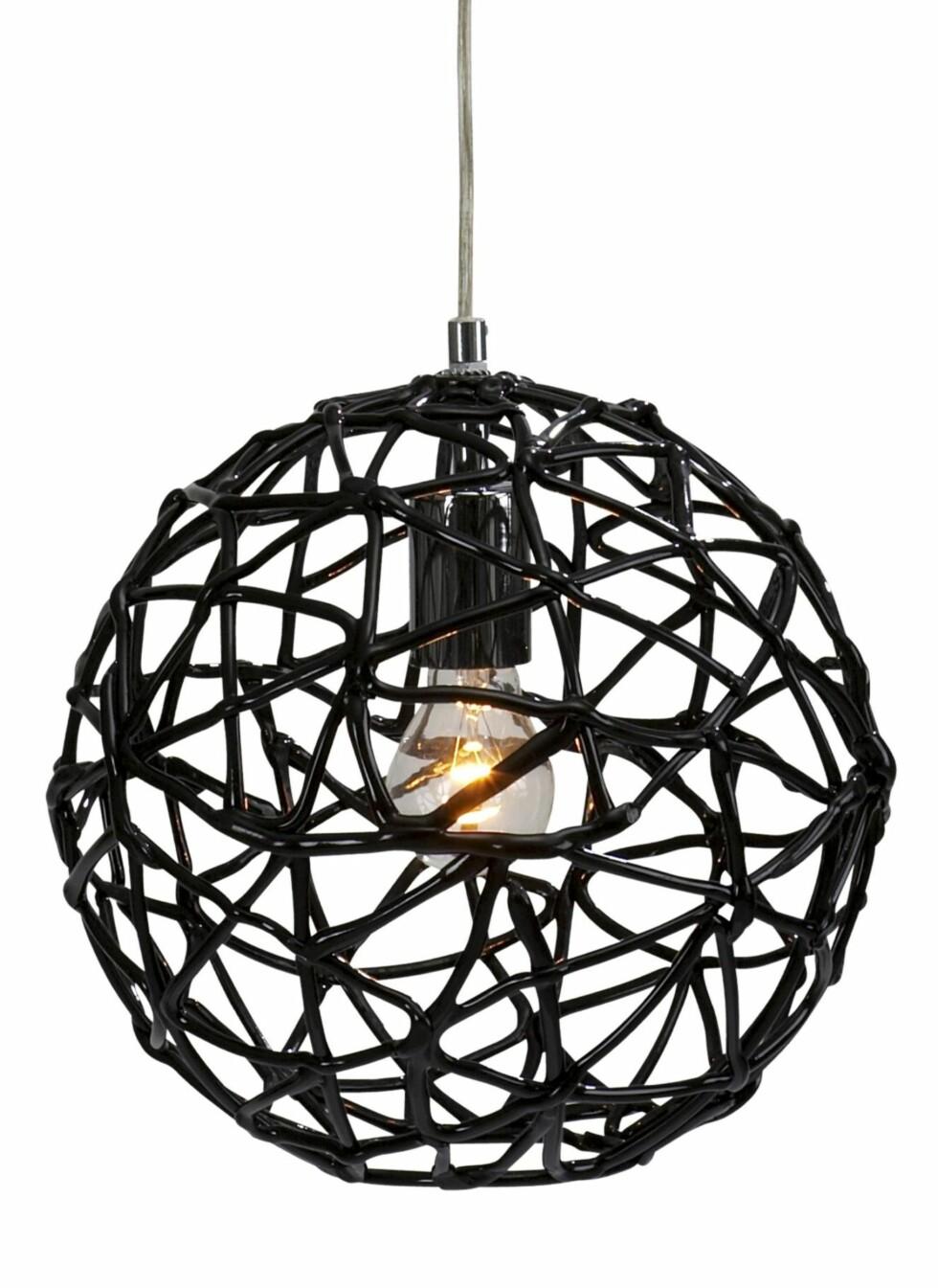Lampa i glansfull akryl, Jotex, kr 399. Foto: Produsenten