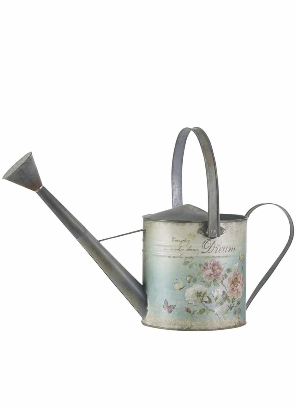 Romantisk vannkanne i antikkbehandlet metall, Jotex, kr 299. Foto: Produsenten