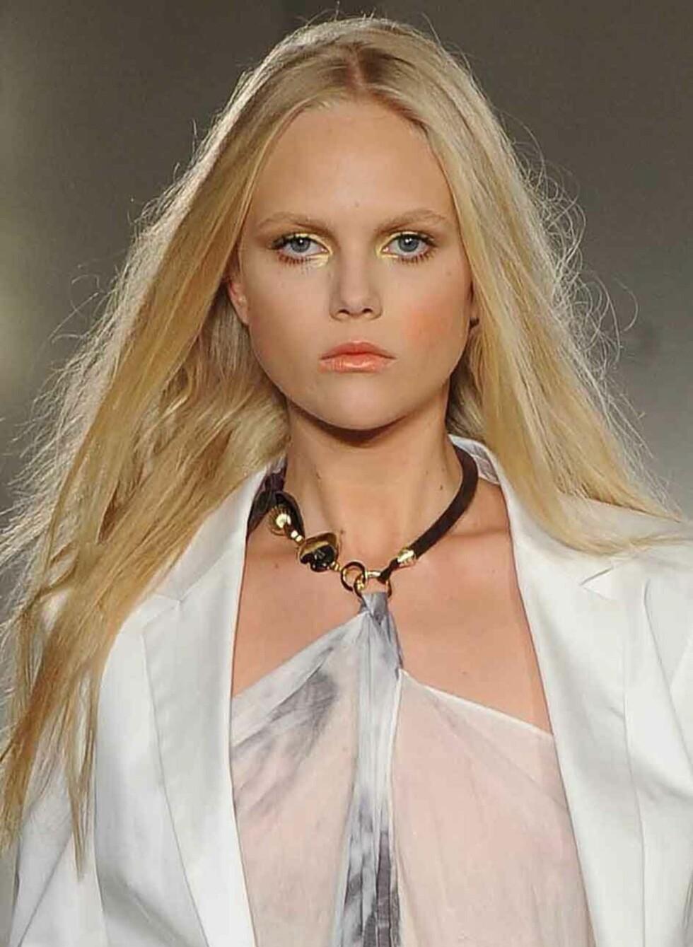 Blondt hår fikk flagre fritt på Massimo Rebecchi-visningen i Milano. Foto: All Over Press