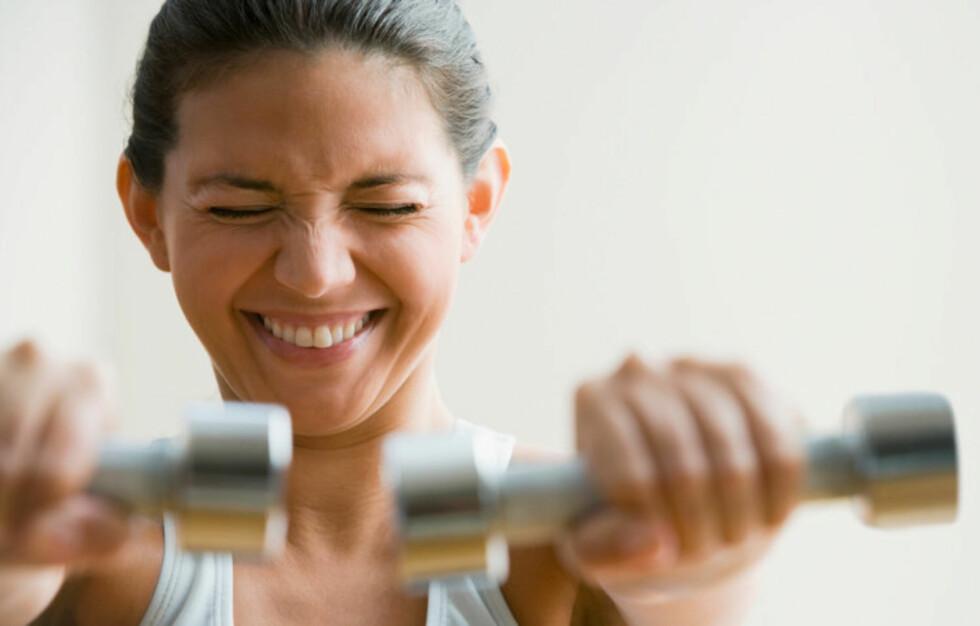 Manualer er bra å ha når du vil bli sterkere i kroppen. For en billigere variant enn disse kan du ganske enkelt fylle halvlitersflasker med vann. Foto: Image Source