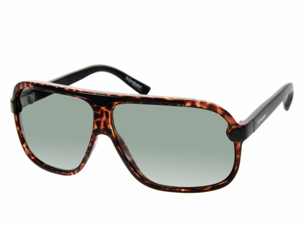 SPAR 750 KRONER: Solbriller i vintagestil (kr 1000, Yves Saint Laurent).