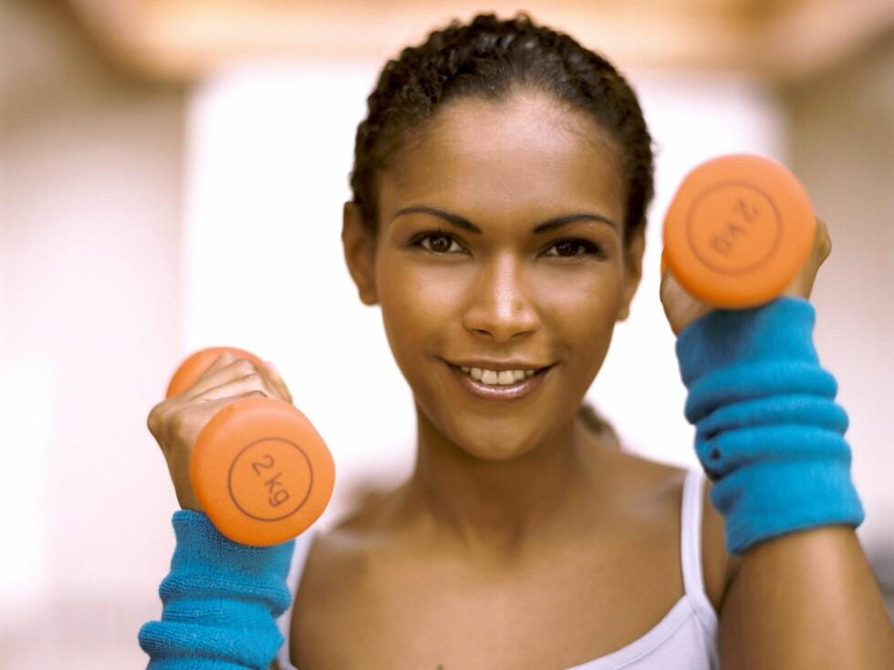 Årsaken til grevinneheng er hovedsaklig at tricepsen, altså muskelen på undersiden av overarmen, er ute av form. Men den kan trenes opp igjen. Foto: All Over Press