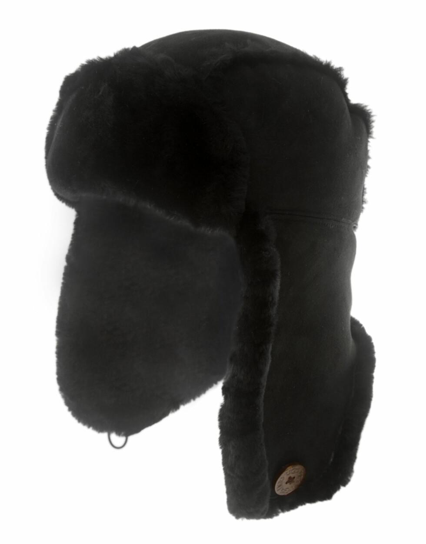 I svart fuskepels (kr 1100, Ugg).