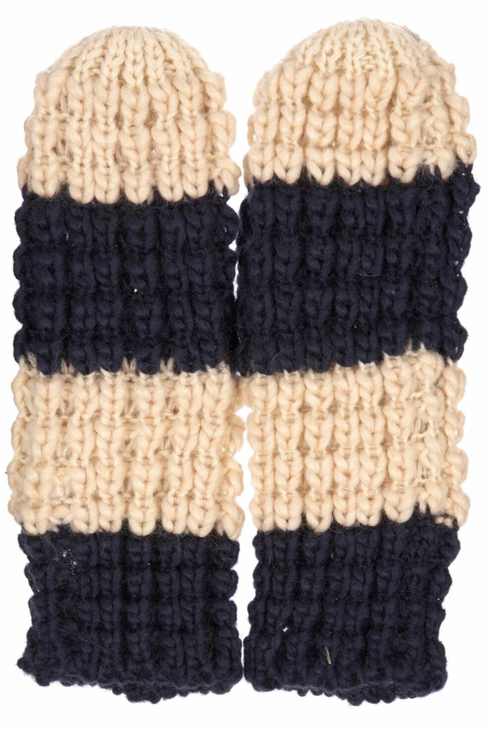 Tofargede vanter i grov strikk (kr 120, Topshop).