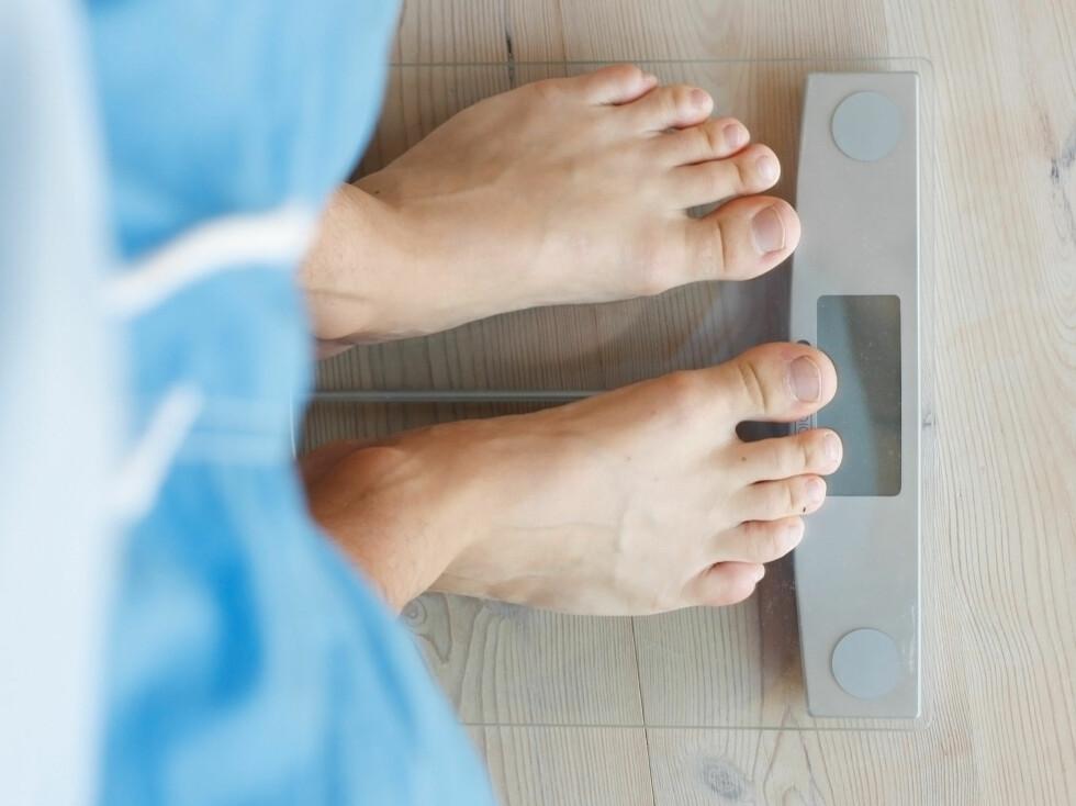 Vei deg ofte hvis du vil holde en stabil vekt. Men husk at vekta kan lure deg. - Bruk heller målebånd, tren styrke og spis ofte, sier kostekspert Ina Garthe.  Foto: colourbox.com