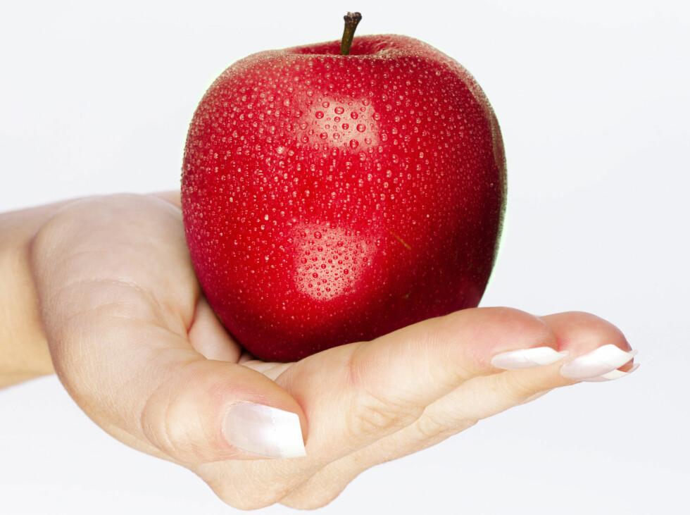 Sulten? Da bør du kanskje velge noe annet enn et fristende eple.  Foto: Colourbox