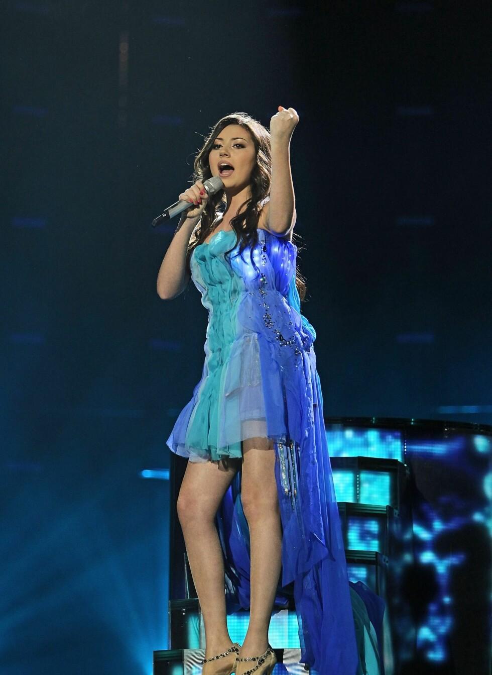 Under Eurovision Song Contest i Oslo var det flere av deltakerne som hadde denne typen kjoler. Safura fra Azerbaijan valgte seg en chiffonkjole i blånyanser. Den hadde også egne lamper som lyste opp kjolen. Foto: All Over Press