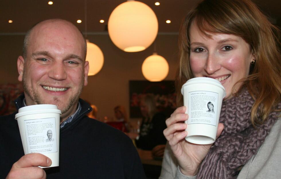 NETTDATERE: Match.com-medlemmene Magnus (32) og Nina (34) håper en framtidig kjæreste vil bli sjarmert av kaffekopp-profilen.  Foto: Tone Ra Pedersen