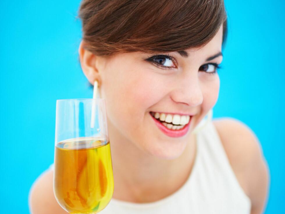 Visst kan det være gøy med champagne. Men vit at du også blir mer fyllesyk av den.