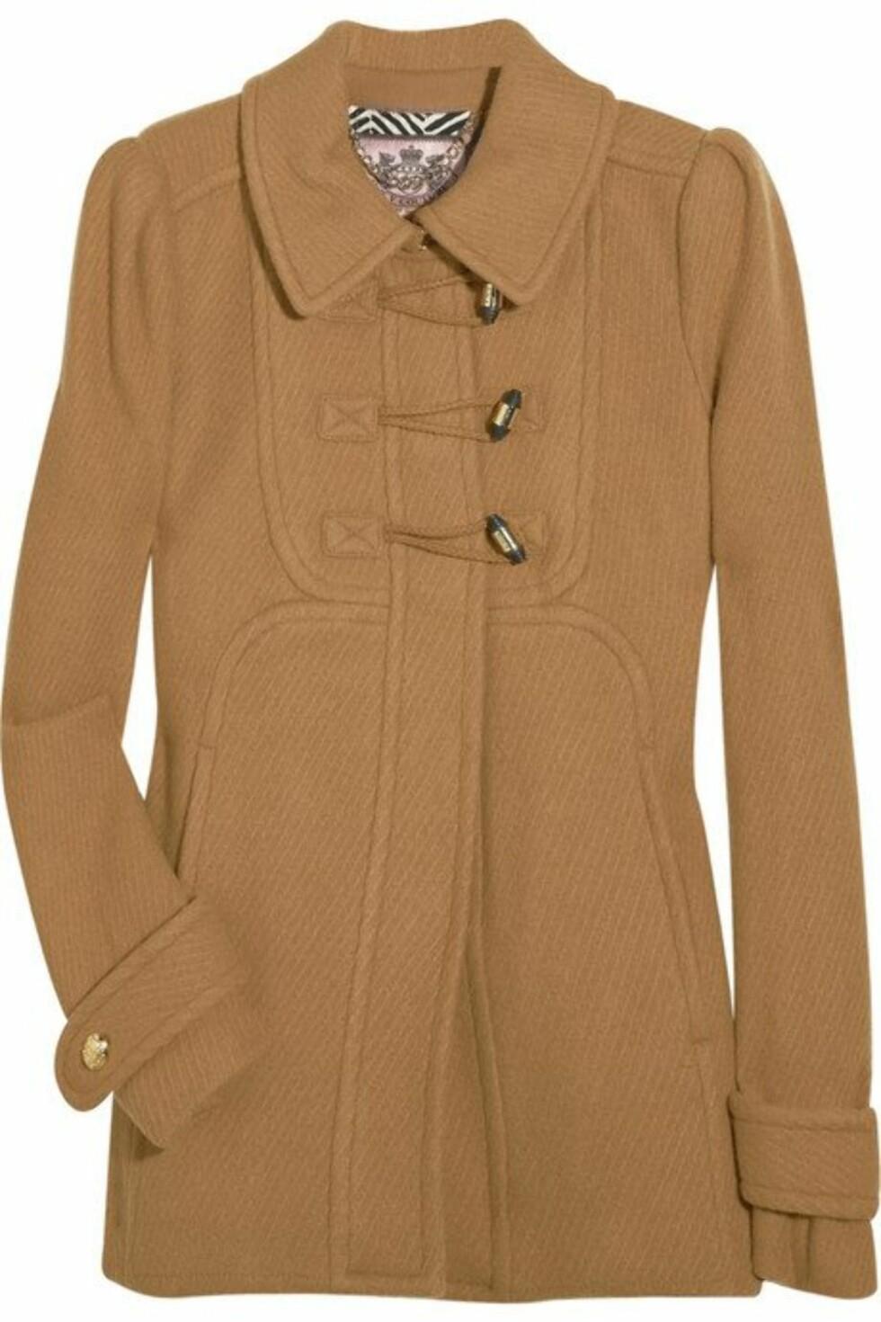 Døll døffel? Neida, denne duffel-inspirerte jakken i ullblanding kombinerer du med smale jeans, og kanskje en alpelue? (ca kr 3570, Juicy Couture/Net-a-porter.com).
