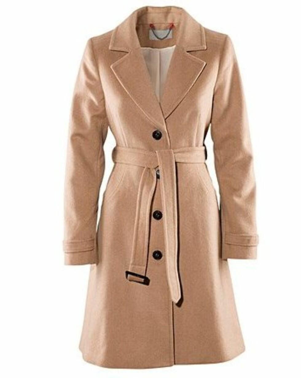 Trendy, kamelhårfarget kåpe i ull og polyester (kr 799, H&M).