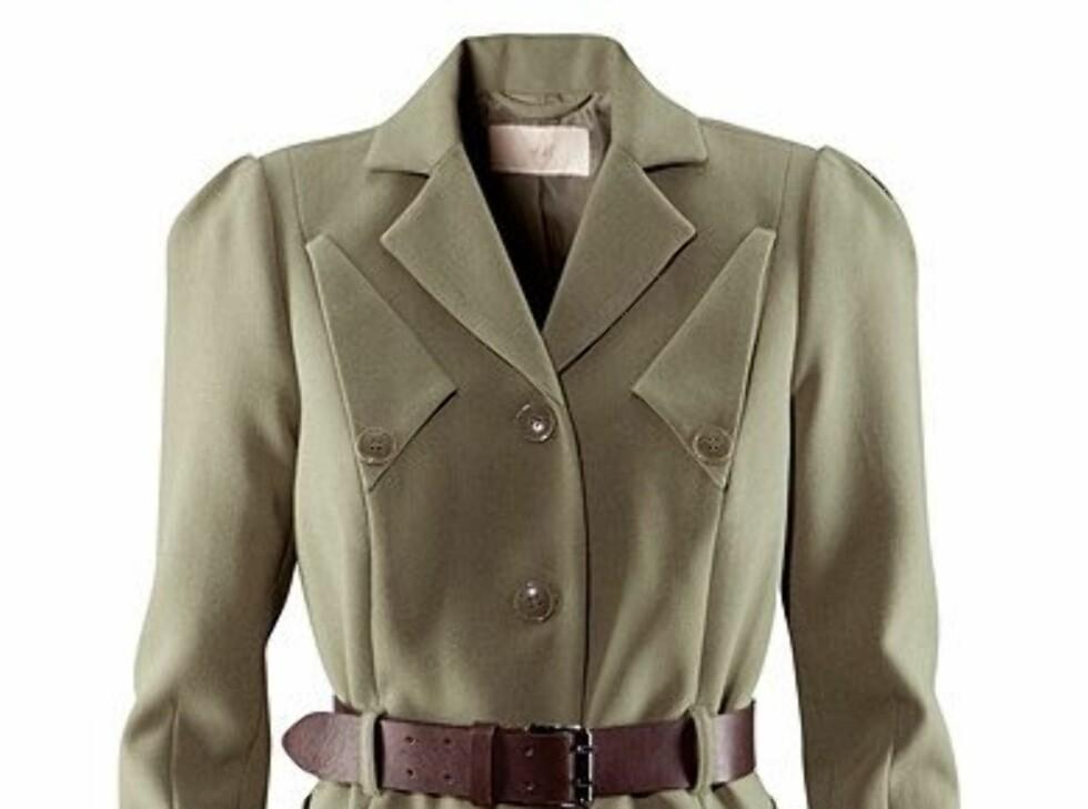 Uniformsjakke med belte i midjen (kr 599, H&M).
