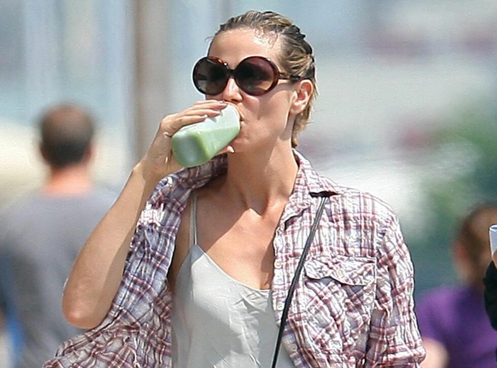 GRØNN JUICE: Heidi Klum vet hvor viktig det er å få i seg de riktige næringsstoffene.  Foto: All Over Press